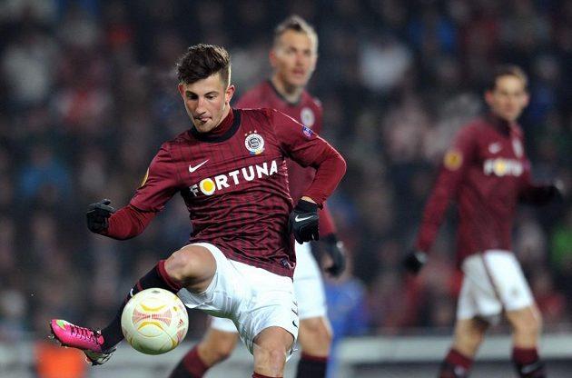 Sparťanský záložník Lukáš Vácha v utkání s Chelsea.