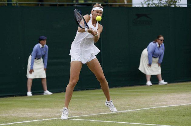 Česká tenistka Lucie Šafářová v zápase s Jaroslavou Švedovovou.