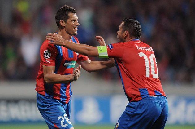 Plzeňský zadák Marián Čišovský (vlevo) a Pavel Horváth oslavují vedoucí gól do sítě Mariboru.