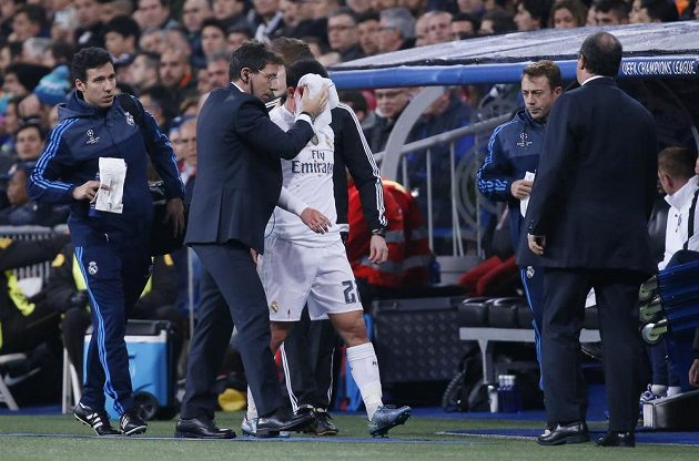 Zraněný Isco z Realu Madrid při utkání s PSG.