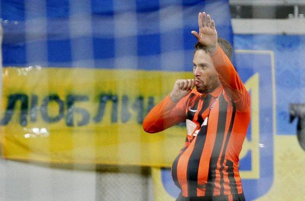 Záložník Šachtaru Doněck Marlos slaví gól proti Seville v úvodním semifinále Evropské ligy.