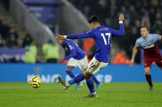 Fotbalisté Leicestru po dvou porážkách v anglické lize naplno zabodovali a po vítězství 4:1 nad West Hamem si upevnili třetí místo v tabulce.