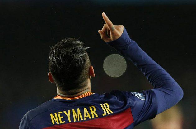 Brazilec Neymar otevřel skóre odvety Barcelony proti Arsenalu.