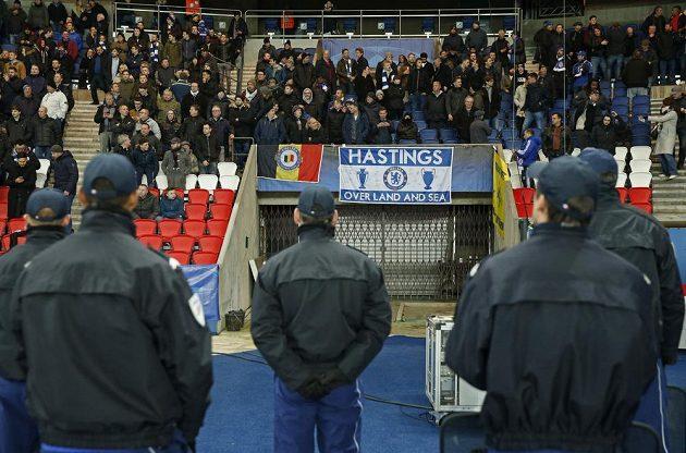 Fanoušci Chelsea byli v Paříži pod bedlivou kontrolou.