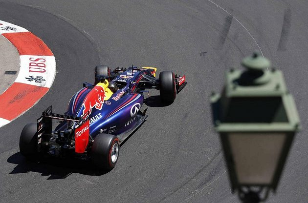 Němec Sebastian Vettel z Red Bullu při kvalifikaci na Velkou cenu Monaka.