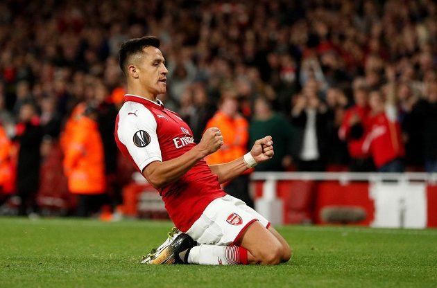 Alexis Sánchez z Arsenalu slaví gól proti Kolínu nad Rýnem.