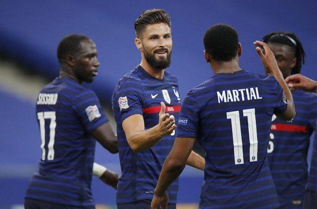 Fotbalisté Francie se radují z branky do sítě Chorvatska