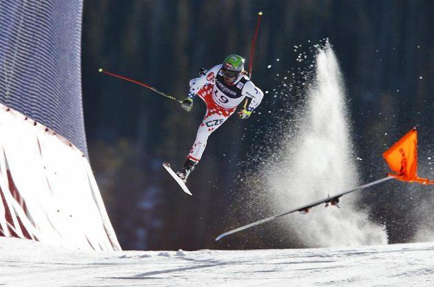 Osudný moment - Ondřej Bank na sjezdovce v Beaver Creeku ztratil kontrolu nad lyžemi, přišla komprese a tvrdý pád, po kterém zůstal ležet na trati v bezvědomí.