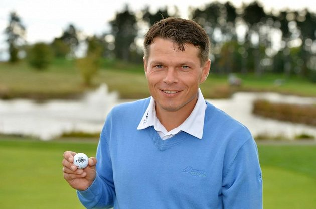 Libor Sionko s golfovým míčkem a logem klubu pražské Sparty, kde prožil parádní roky.