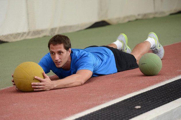 Oštěpař Vítězslav Veselý během tréninku v Nymburku.