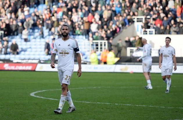 Smutný fotbalista Kyle Bartley po vyřazení Swansea z FA Cupu.