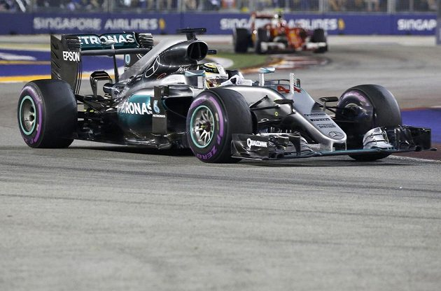 Obhájce titulu v MS Lewis Hamilton obsadil v GP Singapuru třetí místo.