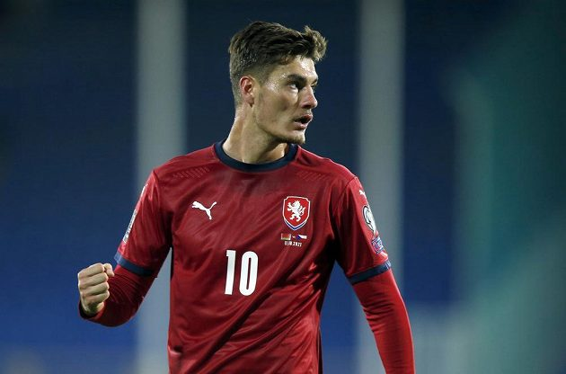 Patrik Schick se raduje z gólu proti Bělorusku.