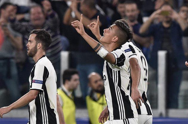 Hrdina Juventusu Turín Paulo Dybala dal ve čtvrtfinále Ligy mistrů Barceloně dva góly a byl za hvězdu.