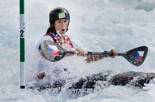 Kajakářka Kateřina Kudějová během olympijského závodu.