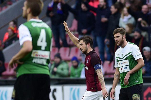 Sparta zdolala Liberec. Střelec rozhodujícího gólu Sparty Lukáš Vácha (uprostřed).