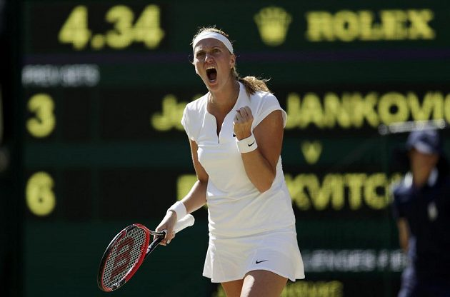 Radostné gesto Petry Kvitové, česká tenistka ovšem do osmifinále Wimbledonu nakonec nepostoupila.