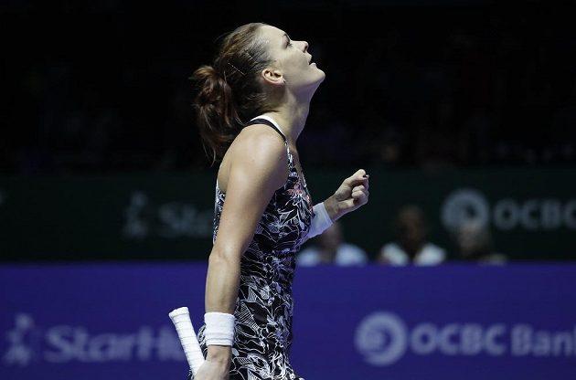 Polská tenistka Agnieszka Radwaňská se raduje z vítězství nad Karolínou Plíškovou.