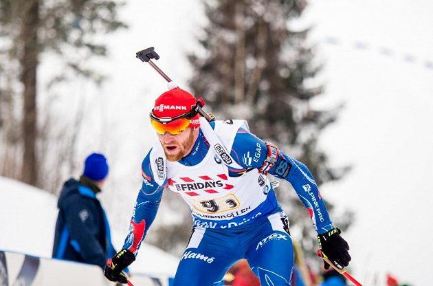 Michal Šlesingr pomohl na třetím úseku smíšené štafety čistou střelbou k šesté příčce.
