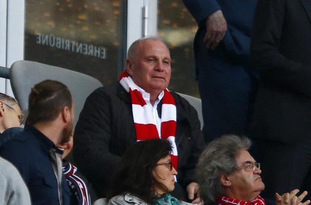 Bývalý prezident Bayernu Uli Hoeness, který byl odsouzen za daňové úniky, přišel do Allianz Areny na utkání mnichovského celku.