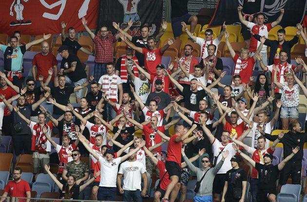 Sektor slávistických fanoušků v odvetě 3. předkola Ligy mistrů v Borisově.