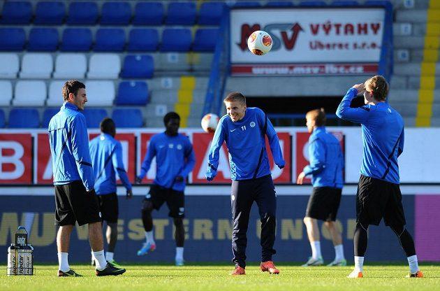 Obránce Slovanu Liberec Martin Frýdek (uprostřed) během tréninku.
