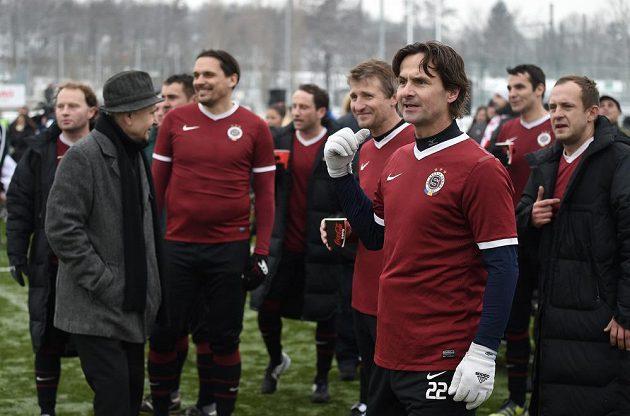 Jiří Novotný a jeho tým Sparty během tradičního Silvestrovského derby v Praze.