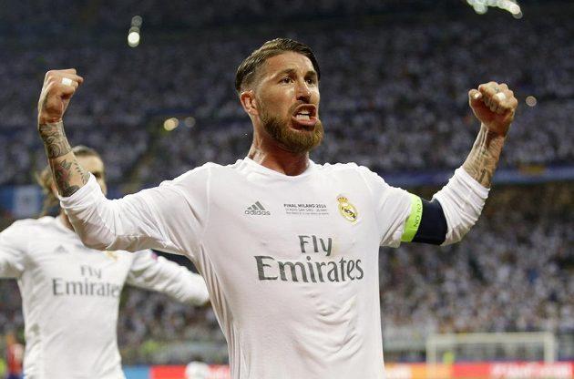 Sergio Ramos z Realu Madrid oslavuje svůj gól ve finále Ligy mistrů.