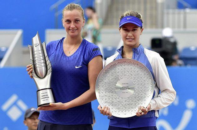 Vítězka turnaje ve Wu-chanu Petra Kvitová (vlevo) a poražená finalistka Eugenie Bouchardová z Kanady.