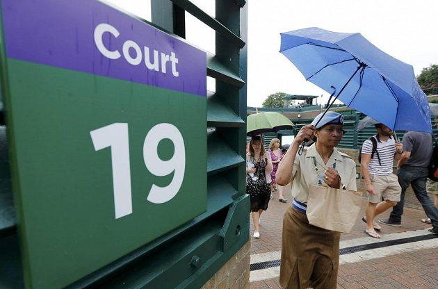 Déšť rázně zasáhl do programu Wimbledonu.