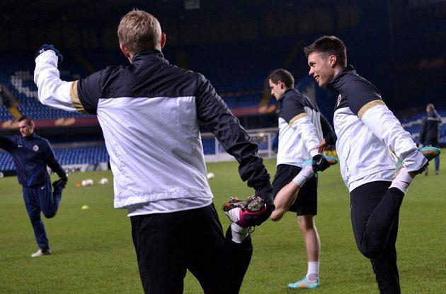 Václav Kadlec (vpravo) během předzápasového tréninku před odvetou utkání Evropské ligy s Chelsea.
