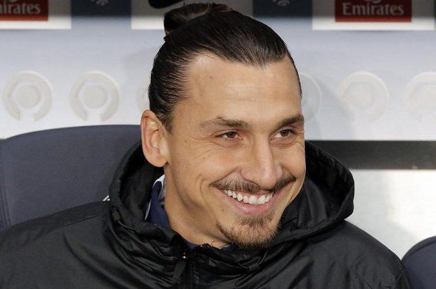 Zlatan Ibrahimovic ještě na lavičce náhradníků. Během druhé půle šlágru kola francouzské ligy však naskočil do týmu Paris SG proti Marseille.