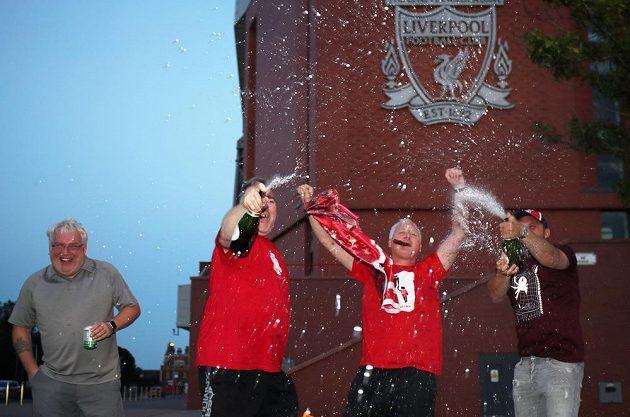 Fanoušci Liverpoolu slaví 19. mistrovský titul v historii.