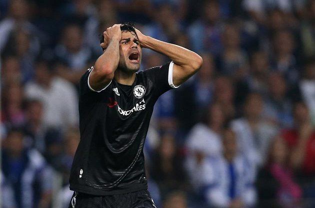 Zklamaný útočník Chelsea Diego Costa po neproměněné šanci na půdě Porta.