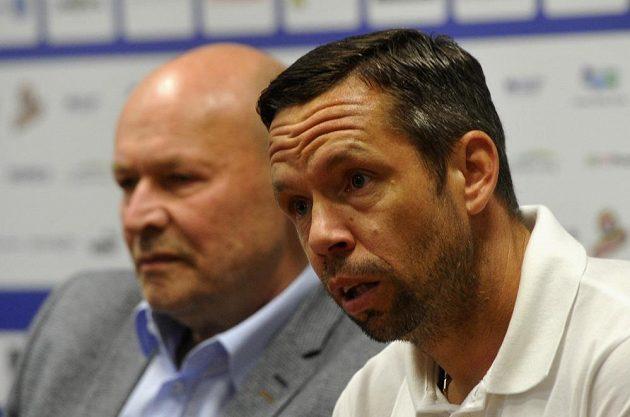 Miroslav Koubek (vlevo) a Pavel Horváth, který bude v Plzni hrajícím asistentem.