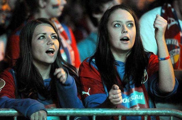 Fanynky Viktorie Plzeň držely svému týmu palce alespoň na dálku.