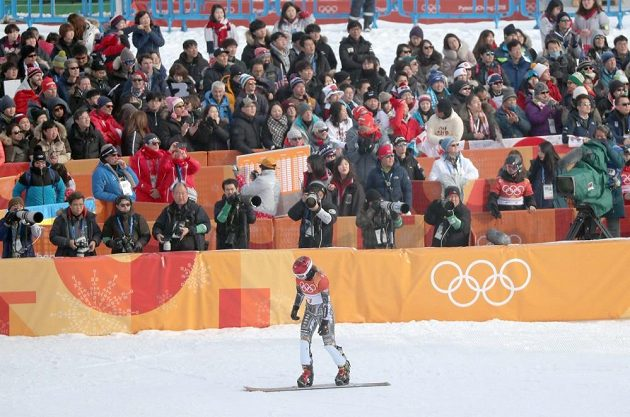 Ester Ledecká po své první kvalifikační jízdě v paralelním obřím slalomu.
