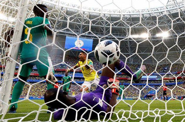 Kolumbijec Radamel Falcao slaví gól svého spoluhráče Yerry Miny proti Senegalu.