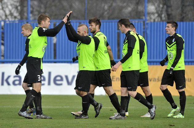 Hráči Mladé Boleslavi se radují z gólu Jiřího Skaláka (uprostřed).