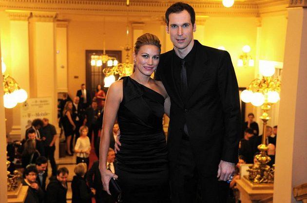 Petr Čech s manželkou Martinou během vyhlášení ankety Fotbalista roku 2012 na pražském Žofíně.