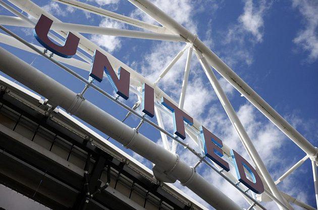 Stadión, který byl postaven pro olympijské hry v roce 2012, už nyní nese barvy celku z východního Londýna.