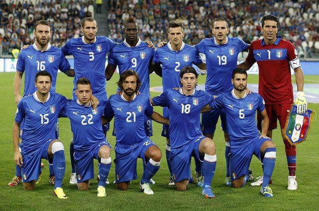 Základní sestava italského celku, která nastoupila v kvalifikačním utkání o postup na mistrovství světa v Bazílii proti českému celku.