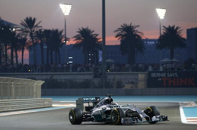 Lewis Hamilton z Velké Británie v Abú Zabí potvrdil zisk titulu mistra světa.