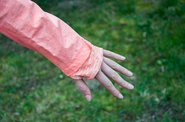 Adidas Supernova Storm Jacket: Prodloužené rukávy potěší zimomřivější běžkyně.