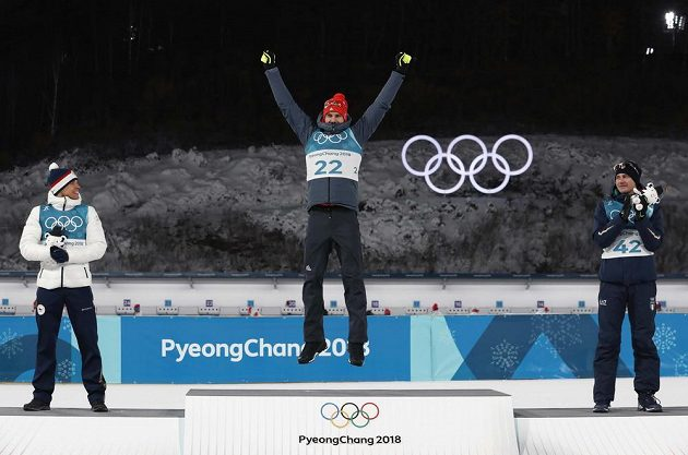 Arnd Peiffer vyhrál. Druhý dojel Čech Michal Krčmář, bronz bral Dominik Windisch. Tak skončil biatlonový sprint na 10 kilometrů v Jižní Koreji.