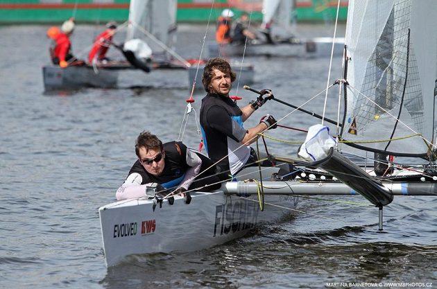 Zkušený jachtař David Křížek spolu se Zdeňkem Adamem regatu na Vltavě vyhrál.