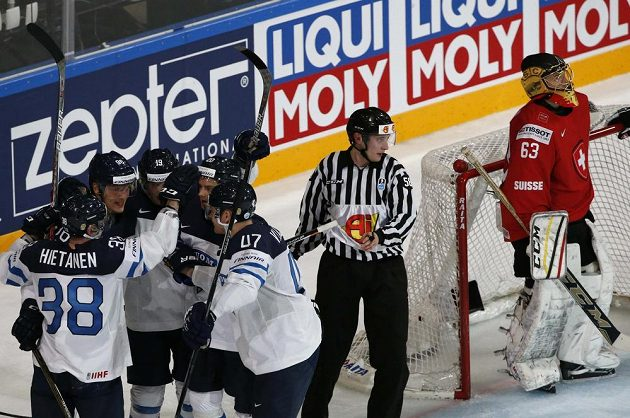 Gól, Finové snížili utkání se Švýcarskem na 1:2.