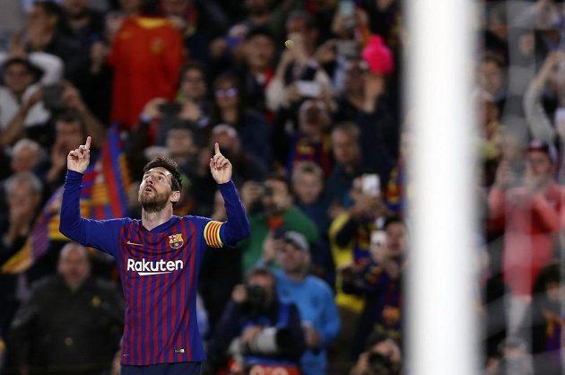 Lionel Messi slaví branku do sítě Manchesteru United