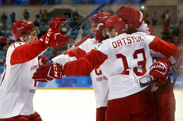 Ruská radost v semifinále hokejového turnaje, Češi prohrávají.