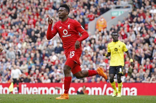 Útočník Liverpoolu Daniel Sturridge oslavuje branku v zápase s Aston Villou.